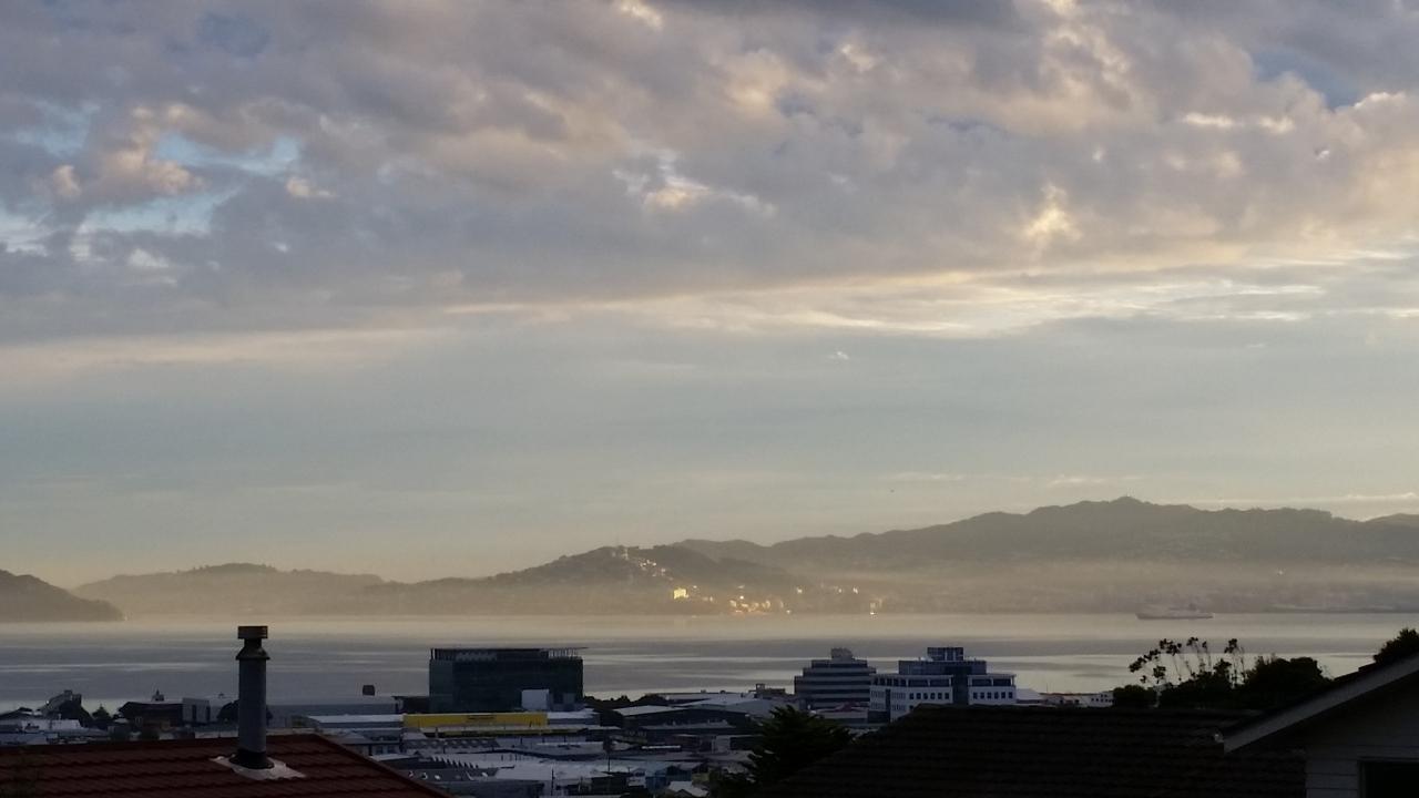 Wellington Region Weather Group - 2017-03-26 19.00.05 | New Zealand Weather Network image